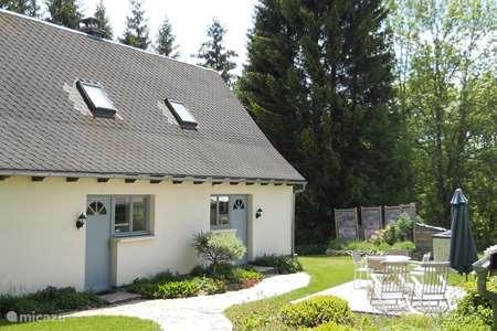 Vacation rental France, Puy-de-Dôme, Égliseneuve-d'Entraigues  gîte / cottage Gite du Bois I - Maison van Stijn