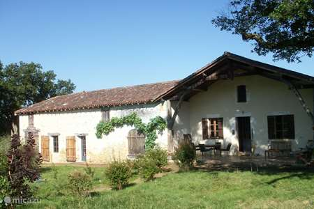 Vacation rental France, Gers, Saint-Julien-d'Armagnac farmhouse Le Halot with studio