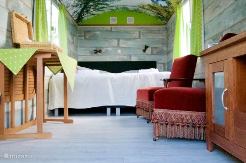 Vakantiehuis Nederland, Noord-Holland, Andijk Glamping / Safaritent / Yurt Avontuurlijk slapen in een Pipowagen