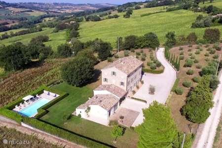 Vakantiehuis Italië, Marche, Montecosaro villa Celestino