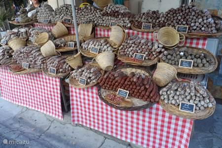 Bezoek de pittoreske dorpjes en hun gezellige markten.