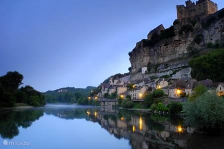 Het chateau van Beynac, bij zonsopkomst