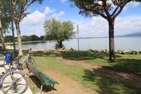 Fietsen aan het Trasimeno-meer