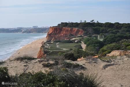 kustlijn nabij Olhos de Agua