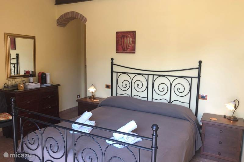Vakantiehuis Italië, Umbrië, Tuoro sul Trasimeno Bed & Breakfast B&B Kamer Dante - Villa Pellegrino
