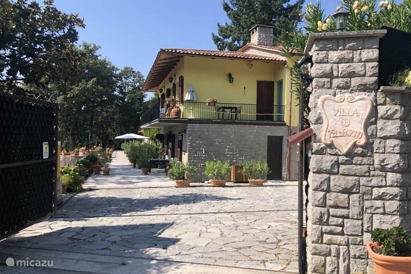 Vakantiehuis Italië, Umbrië, Tuoro sul Trasimeno Bed & Breakfast  B&BKamer Da Vinci  Villa Pellegrino