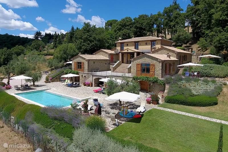 Vakantiehuis Italië, Umbrië, Tuoro sul Trasimeno Appartement Villa Palladio /Appartement Maggiore