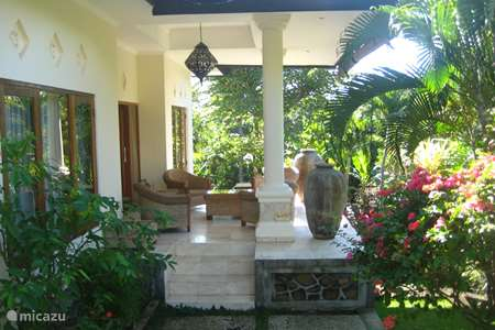 Vacation rental Indonesia, Bali, Singaradja villa Puri Bulan Villa Durian / B&B