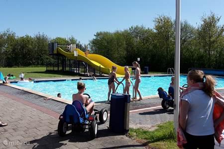 Het zwembad bij de camping