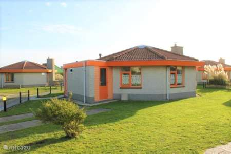 Vakantiehuis Nederland, Noord-Holland, Julianadorp aan Zee bungalow De Oranje Tulp