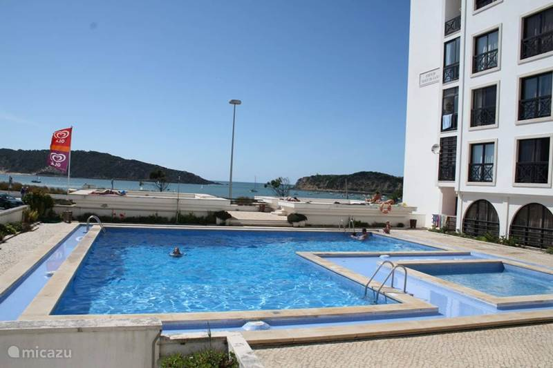 Vakantiehuis Portugal, Costa de Prata, São Martinho do Porto Appartement Beachfront apt met zwembad T2