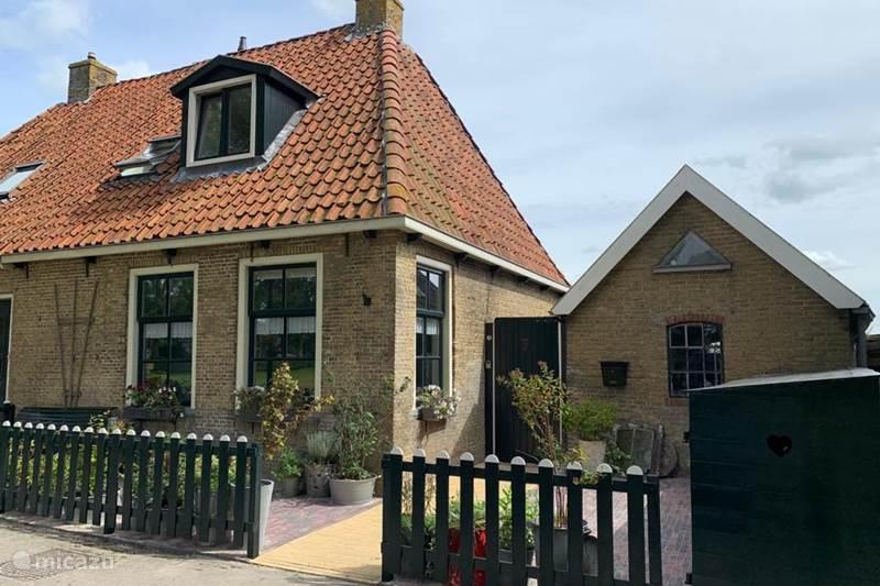 Vakantiehuis Nederland, Friesland, Leeuwarden Vakantiehuis Fries arbeidershuisje uit 1842