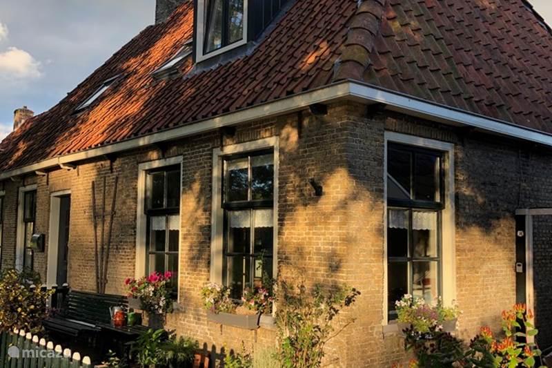 Vakantiehuis Nederland, Friesland, Leeuwarden Vakantiehuis Vakantiehuis met riante woonkeuken