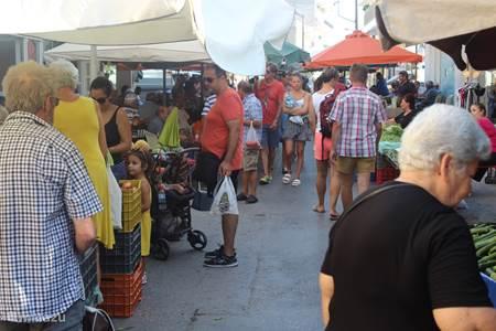 Markt en winkels in Mires