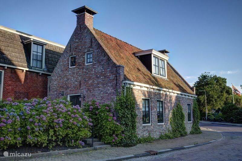 Vakantiehuis Nederland, Friesland, Ee Vakantiehuis Het Gastenhuisje