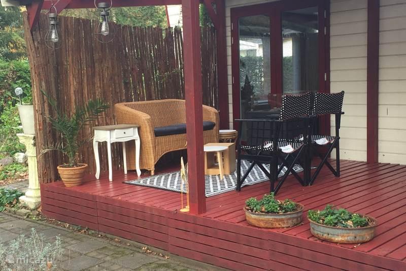 Vakantiehuis Nederland, Drenthe, Vledder Chalet Chalet met veranda in het bos