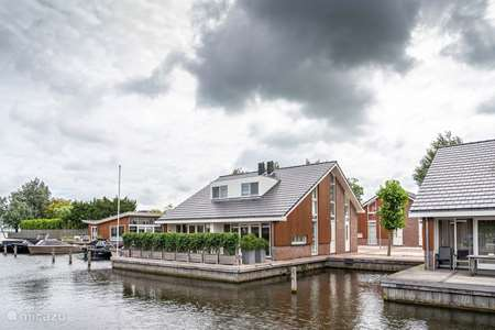 Vacation rental Netherlands, North Holland, Uitgeest villa Luxury watervilla with sloop