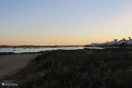 Ria Formosa, Ilha de Cabanas en de oceaan