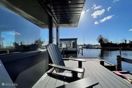 Vacation rental Netherlands, North Holland, Aalsmeer rv / yacht / houseboat Poellodge