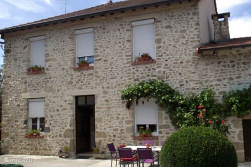 Vacation rental France, Allier, Sainte-Thérence Bed & Breakfast Master bedroom Sainte Therence
