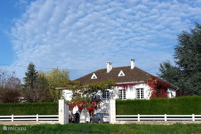 Vacation rental France, Dordogne, Piegut-Pluviers Holiday house Champs Fleuris