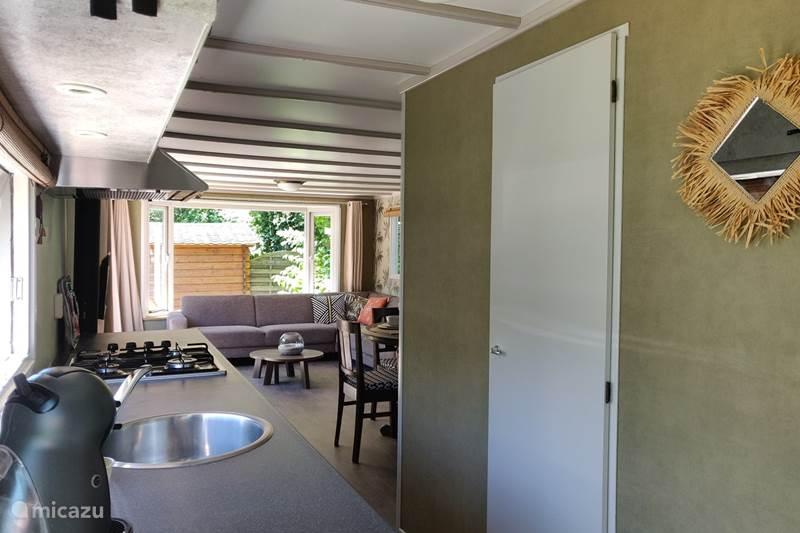 Vakantiehuis Nederland, Friesland, Rijs Chalet Gerenoveerd, stijlvol chalet bij bos