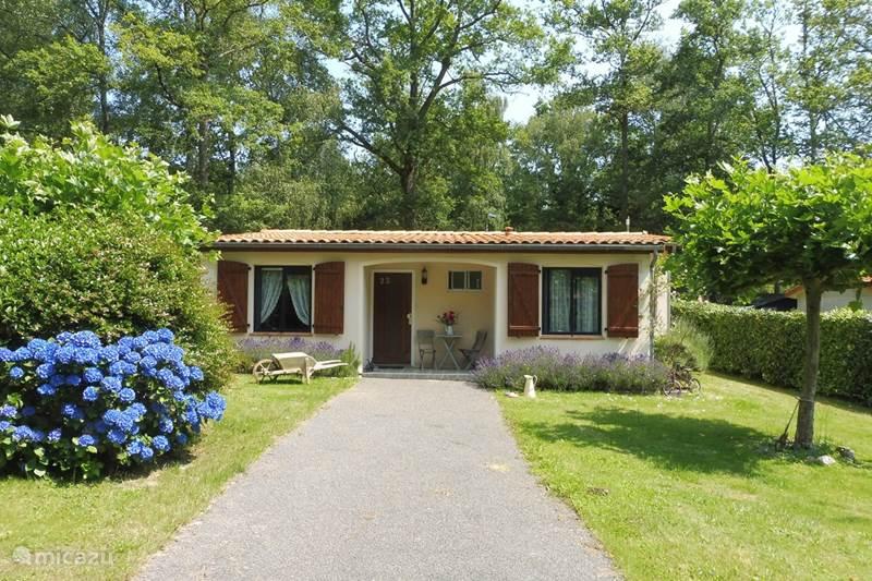 Vacation rental France, Charente, Écuras Bungalow Village Le Chat