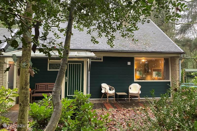 Vakantiehuis Nederland, Drenthe, Wateren Vakantiehuis Charmant Boshuisje met grote bostuin