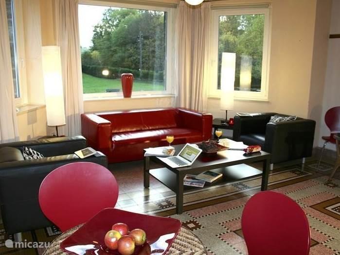 warm gezellig en stylish dat is onze living met waar je maar kijkt een heerlijk uitzicht!