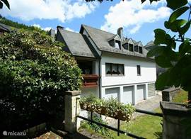 Holiday Mühlenberg, right in the historic center of Monschau. Terraces and small garden, free wifi, sauna and saularium extra charge