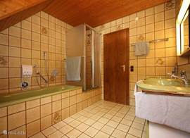 The bathroom with large shower and bath, 2 toilet and wastafele