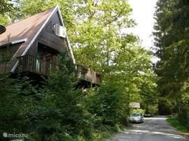 De weg voor de bungalow