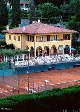prachtige 7 baans tennisclub van alassio