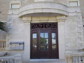 de hoofdingang van ons apartementsgebouw, calle alemania 49, 3140 guardamar del segura