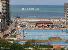 Sun, sea and beach the ideal place to spend your holiday. We rent our cozy apartment. Terrace with sea views from living room, sun terrace from the bedroom overlooking the polders. All comfort. Located 150 meters from the beach