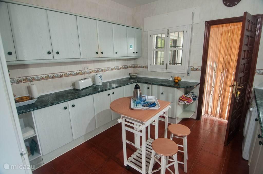 keuken: waterkoker, toaster, alle keukenbenodigdheden