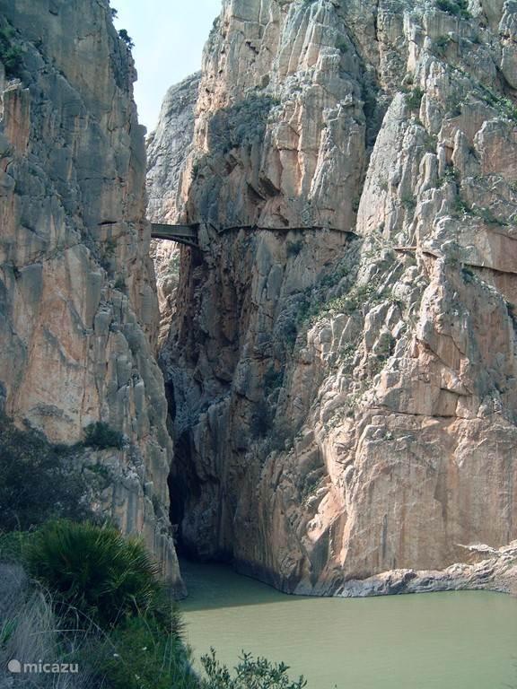 El Chorro: gebied met diverse meren en de prachtige wandeling: el camino del rey