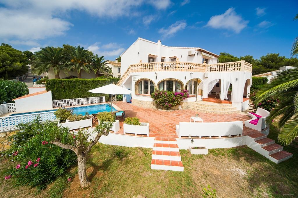 Aanbieding: Modern vakantiehuis voor max. 8 pp in het pittoreske Javea aan de Middellandse Zee. Eerste 2 weken juli € 2250 (normaal € 3000)