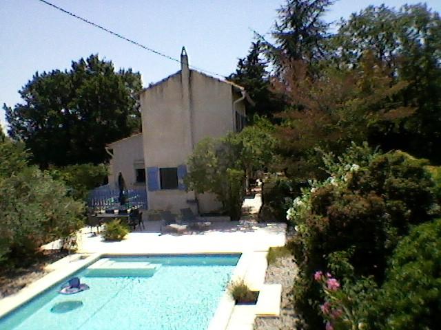 Van 8 tot 15 juli bieden wij ons gezellig vakantiehuis met zwembad aan voor €1500 ipv €1995. 5 slaapkamers, 3 badkamers, alle comfort, rustig gelegen.