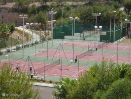 vlakbij mooie tennisvelden