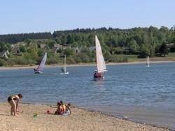 meer van Butgenbach op 13 km: zandstrand en watersport!