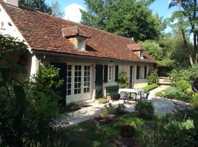 Les Acacias, Dordogne, nog vrij 19-27 aug; mooi en privé gelegen huis voor 2 pers; prachtig uitzicht, lieflijk heuvellandschap, fraaie stadjes; €450