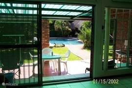terras ,zwembad vanuit huis