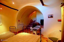La Cantina, the basement. Here are 3 beds. The double bed is a queen.