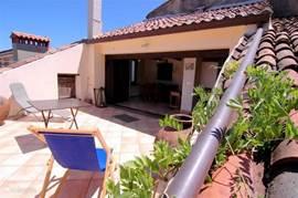 Casa valle delle Querce heeft en ruim dakterras. U heeft hier totale privacy en een geweldig uitzicht over bergen, dal, en de zee.