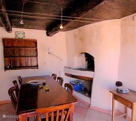 The terrace has a large dining room for 8 people. You will also find the original pizza / bread oven