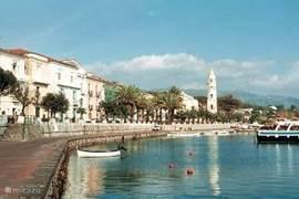 de gezellige haven van het vissersdorp Scario.