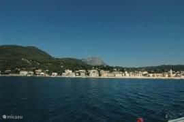 Op 8 auto minuten van Casa valle delle Querce ligt het schilderachtige vissersplaatje Scario. Het dorp heeft een prachtige, authetieke boulevard met leuke terrassen. Vanuit Scario kunt u boottochtjes maken. Ook kunt u hier bootjes huren om langs de prachtige Masseta kust te varen.