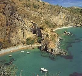 Schone zee en stranden. Recent wetenschappelijk onderzoek heeft aangetoond dat deze streek één van de gezondste van Europa is vanwege het ontbreken van industrie.
