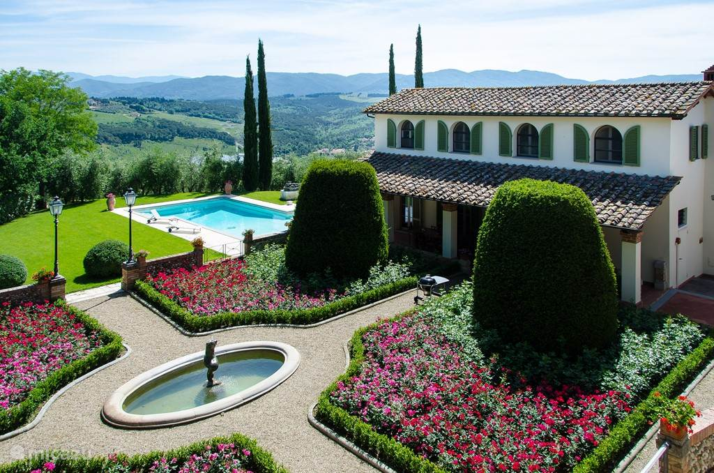 Casa delle Rose met prive-zwembad en fraaie klassieke rozentuin.